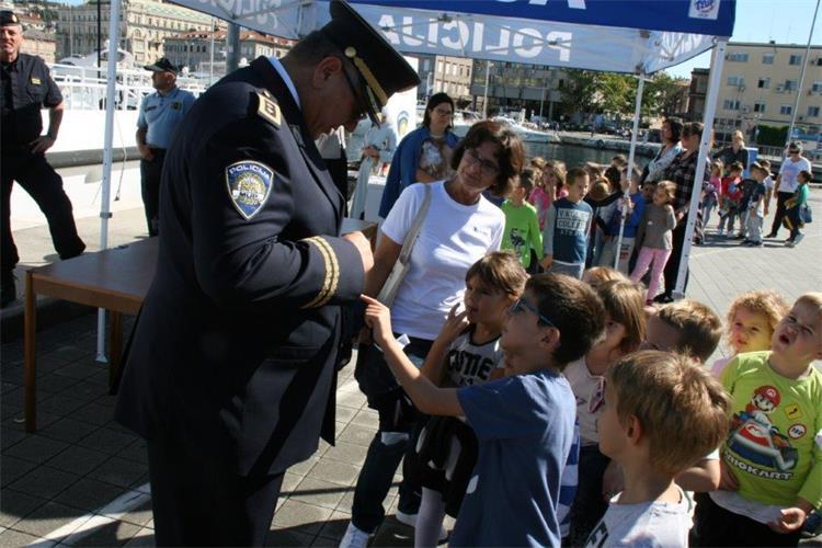 policajci koji se druže
